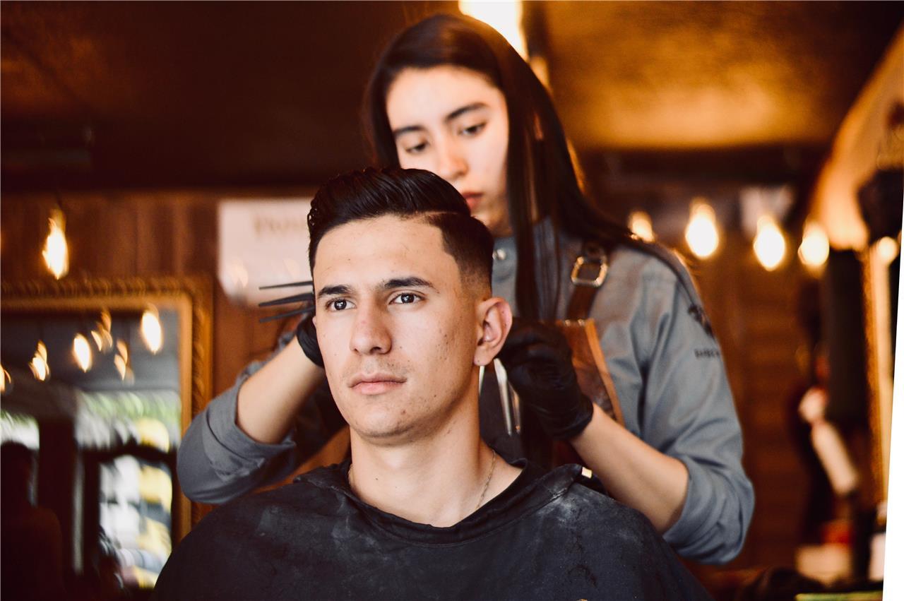 Vi välkomnar vår nya hårfrisör